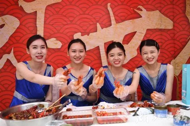 潜江龙虾走进重庆活动侧记:潜江龙虾,巴适